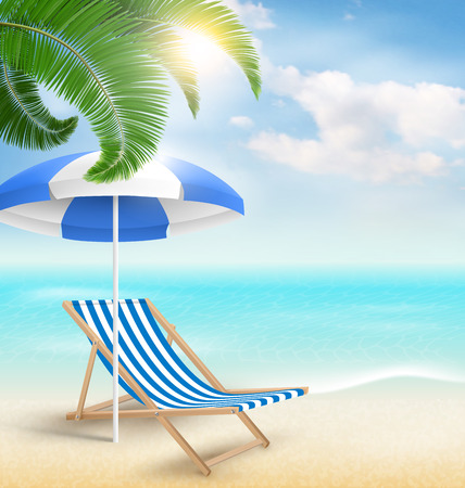 Strand met palm wolken zon parasol en strandstoel. Zomervakantie achtergrond Stockfoto
