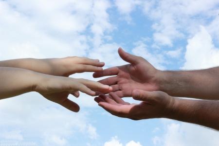 porgere: estendere una mano