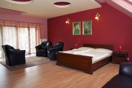 hospedaje: Moderna habitación con buen gusto y una decoración sencilla de un pequeño hotel