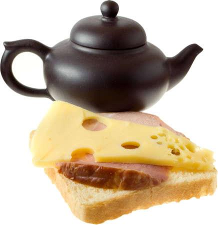 sandwiche: Isolati gustoso sandwiche (formaggio e carne) e teiera