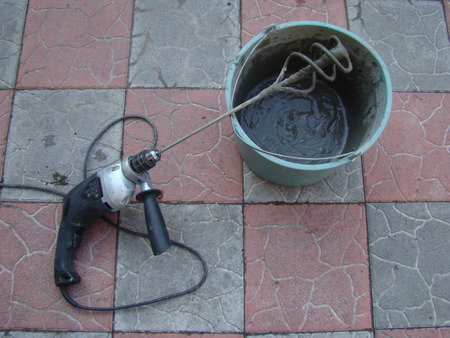 reinforcing: preparation of mortar for applying a reinforcing layer on the wall