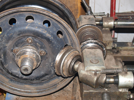 machine for rolling disks tire fitting equipment