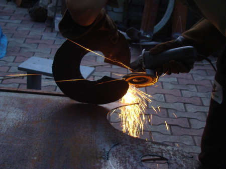 close-up electric arc welding using an electrode