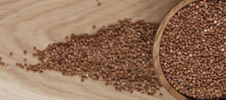 Buckwheat in a wooden plate Standard-Bild
