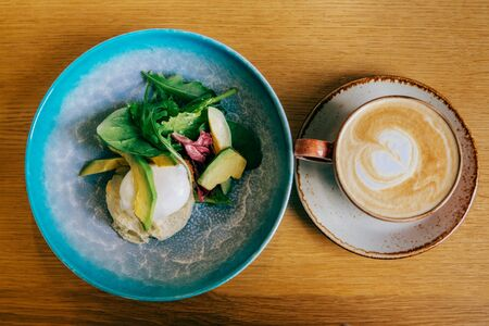 Breakfast cappuccino and poached egg with avocado. Stockfoto