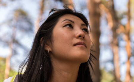 portrait of young asian woman in the forest Banque d'images