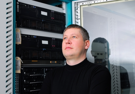 administrador de empresas: retrato del t�cnico que en el centro de datos Foto de archivo