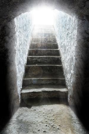 resurrección: la luz al final del túnel, tumba, la salvación