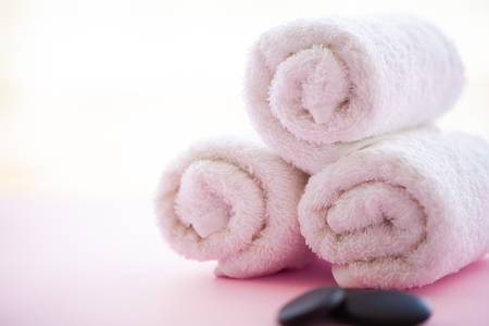 Spa. White Cotton Towels Use In Spa Bathroom on Pink Background. Towel Concept. Photo For Hotels and Massage Parlors. Purity and Softness. Towel Textile. Stockfoto