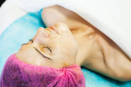 Spa therapy for young woman having facial mask at beauty salon. 版權商用圖片