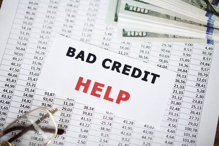 Credit concept. Bad credit written on white card. Banque d'images - 131914735