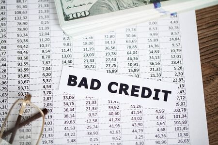 Credit concept. Bad credit written on white card. Banque d'images - 131924990