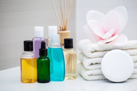 Shower supplies. Composition cosmetic products of spa treatment. Standard-Bild