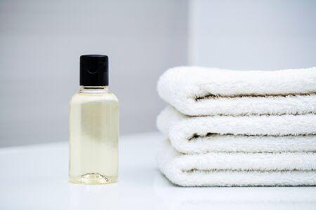 Duschutensilien. Zusammensetzung kosmetische Produkte der Spa-Behandlung.