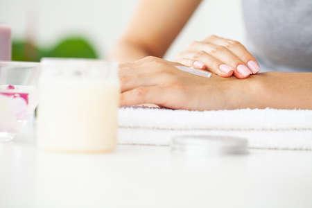Skin care, woman wears moisturizer on skin Archivio Fotografico - 154933214