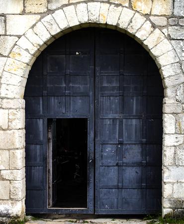 Ancient metallic door in stone castle 版權商用圖片