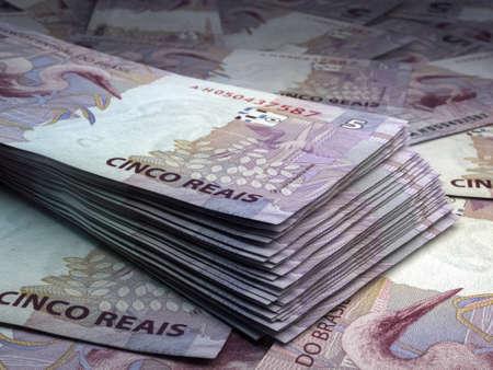 Money of Brazil. Brazilian real bills. BRL banknotes. 5 reals. Business, finance, news background. 免版税图像