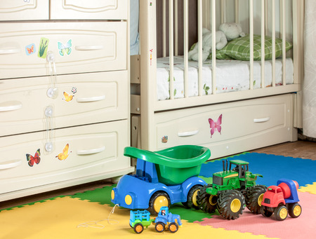 BABY TOYS OF THE BOY OF THE MACHINE. Background crib
