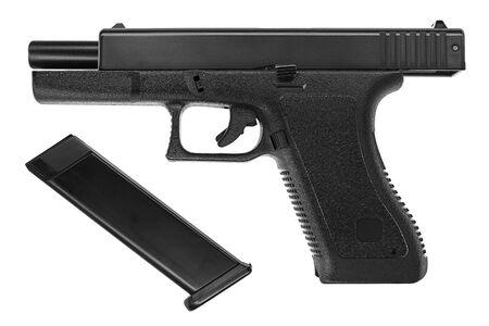 Imagen aislada de una pistola Glock 17 sobre fondo blanco.