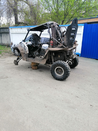 Quad bike in a state of repair without a wheel