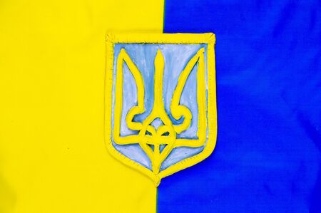 Coat of arms of Ukraine against the flag - Independence Day. Background. Foto de archivo