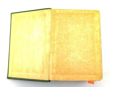 Alte Bücher auf weißem Hintergrund. Buchseiten. Platz für Text.
