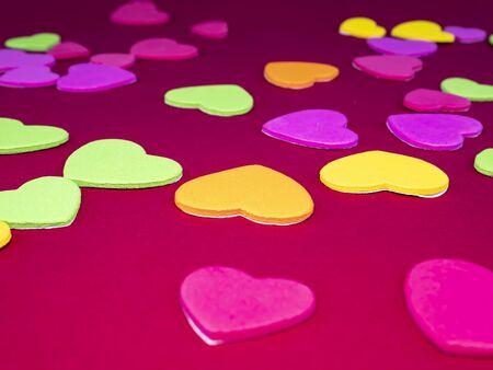 情人节的心在红色的背景与文字的地方。假期。母亲的一天。的生日。的婚礼。祝贺。邀请