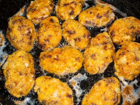 Meat cutlets are fried in a skillet. Archivio Fotografico