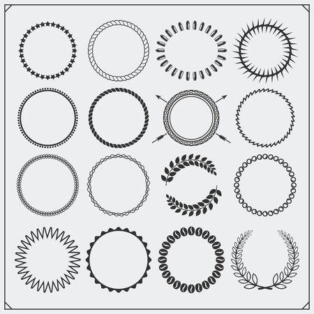 Set of round decorative patterns for banners, frameworks and vintage label designs. Ilustração