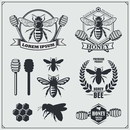 Set of honey labels, badges and design elements. Honeycombs, bees, honey emblems. Ilustração