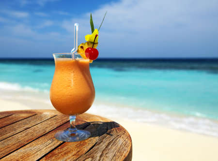 bocal: Bocal of fruity cocktail on a beach table Stock Photo
