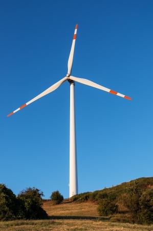 eolie: Wind turbine shovel against blue sky Stock Photo