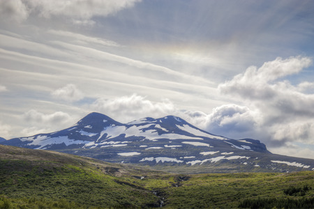 unaffected: The picture shows a mountain landscape in Iceland in which a halo can be seen.