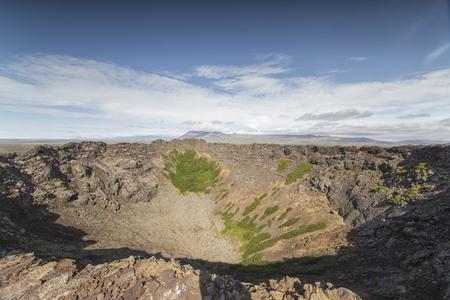 stone volcanic stones: Das Bild zeigt den Blick in den Krater des Eldbrog, einen erloschenen Vulkan.