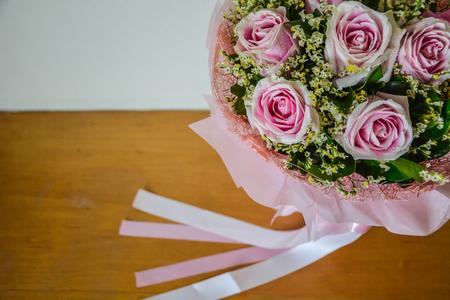 Rose bouquet de rose et ruban fond Banque d'images - 93656483