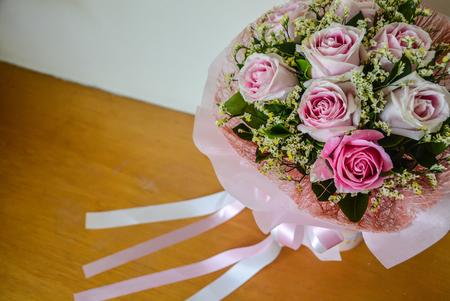 Rose bouquet de rose et ruban fond Banque d'images - 93656485