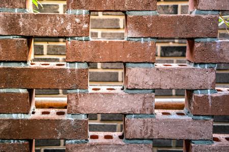 Lumière du soleil du matin à travers le mur de briques fond Banque d'images - 93143895