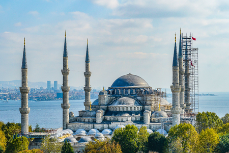Beautiful and elegant background of the famous Blue Mosque or Sultanahmet Camii in Turkish, Istanbul, Turkey Banque d'images - 133859986