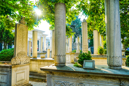 Peaceful background with warm sunlight of Islamic Graveyard in Istanbul, Turkey Banque d'images - 133859988