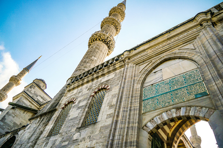 The Blue Mosque Sultanahmet Istanbul, Turkey. Islamic architecture. Closeup facade with minaret and arches. Banque d'images - 133859991