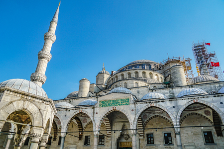 The Blue Mosque Sultanahmet Istanbul, Turkey. Islamic architecture. Closeup facade with minaret and arches. Banque d'images - 133859993