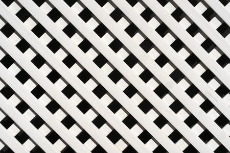 Patroon van witte roosteromheining