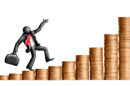 verhogen: Plasticine figuur van zakenman loopt boven de stapels van munten