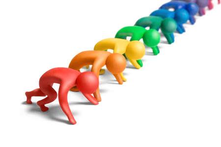 시작: 출발 선에 여러 가지 빛깔 된 plasticine 인간의 수치