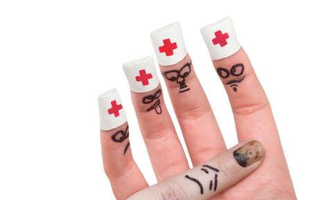 herida: Los dedos que juegan un papel de médicos y pacientes