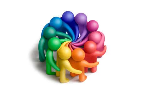 Multicolores figuras de plastilina humanos alcanzar un acuerdo sobre un fondo blanco