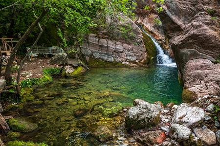 モンテネグロにある小さな滝のフラグメント。 写真素材