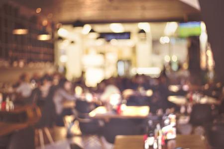 barra de bar: Desenfoque restaurante - imagen de estilo efecto vintage Foto de archivo