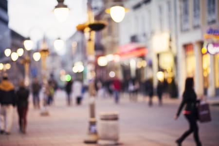 noise: fondo abstracto borrosa de personas caminando en el centro de la ciudad Foto de archivo