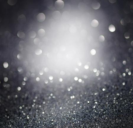 elegant: Argent étincelant lumières de Noël. Flou abstrait